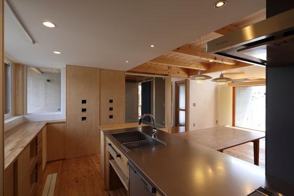 現場製作キッチン 収納もたっぷりです。