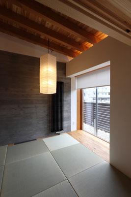 和室 開口部周りのRC梁・柱は漆喰コテ磨き仕上げ