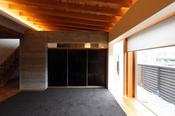 木曾アルテック社の漆紙を貼った襖戸