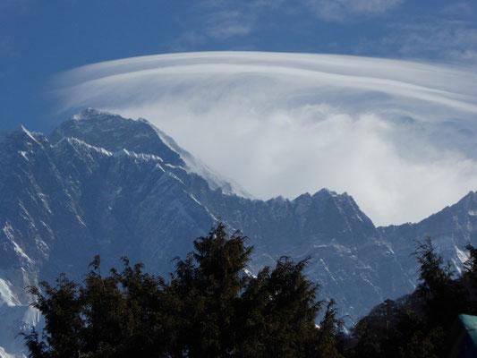 Der Mount Everest im Jet von Tengboche aus