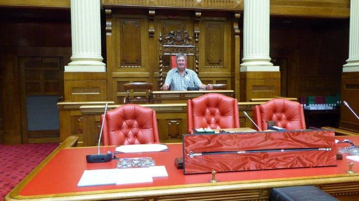 Bild: Ich auf dem Stuhl des Speakers
