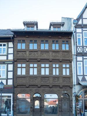 Bild: Krummelsches Haus in Wernigerode mit den reichhaltigen Verzierungen
