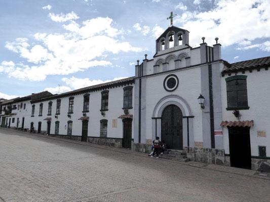 Bild: Kirchenfassade in Mongui