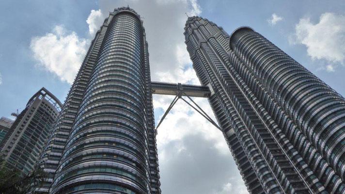 Bild: Die Petronas Towers in Kuala Lumpur. Das 8-höchste Gebäude der Welt.