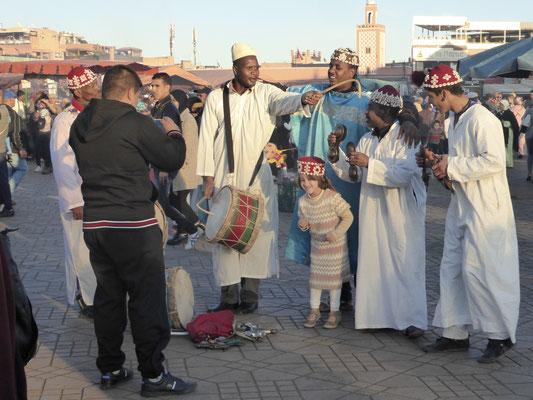 Bild: Musikgruppe auf dem Platz von Djemaa El Fna in Marrakech
