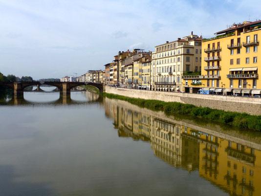 Bild: Brücke über den Fluss Arno