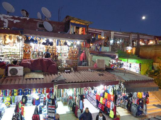 Bild: Djemaa El Fna in Marrakech bei Nacht