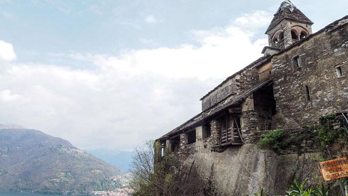 Bild: In den Berg gebautes Haus