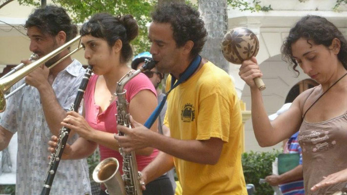 Bild: Tanz auf dem Plaza de Bolivar in Kolumbien - Foto 1