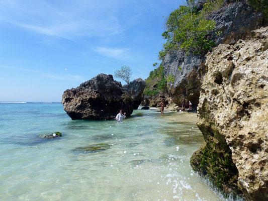 Bild: Padang Padang Beach - Felsen am Strand