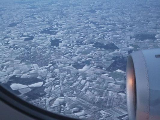 Bild: Blick aus dem Flugzeug auf das vereiste Köln