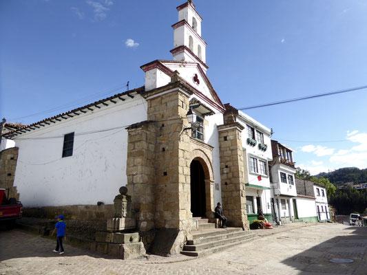 Bild: Straßenfassade in Mongui