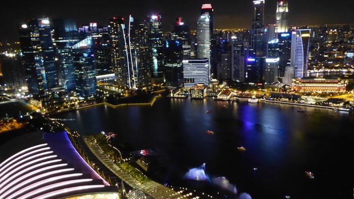 Bild: Blick auf Singapur vom Observation Deck des Marina Bay Sands Hotel