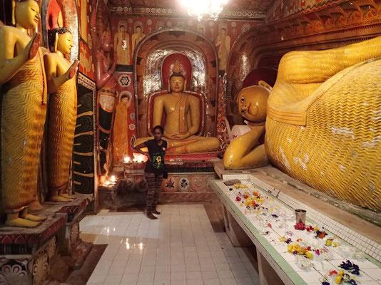 Bild: Sitzender und liegender Buddha