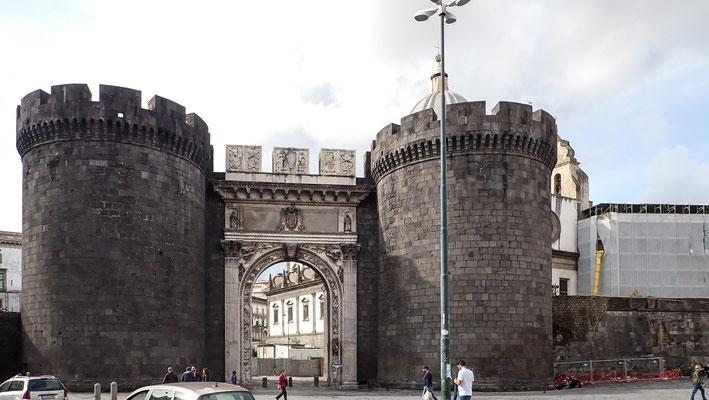 Bild: Tor und Stadtmauer