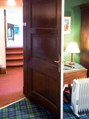 Bild: Braemar Castle - a round door
