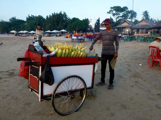 Bild: Mais-Grill-Stand am Strand von Jimbaran