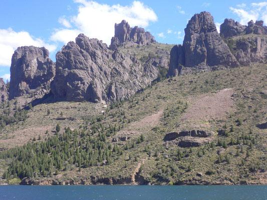 Bild: See mit Bergmassiv