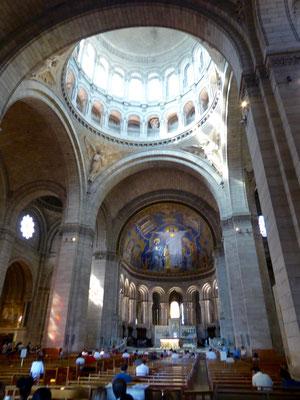 Bild: Die Basilika von innen