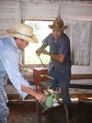 Kubaner bei der Arbeit