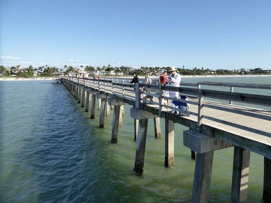 Bild: Die lange Pier von Nples