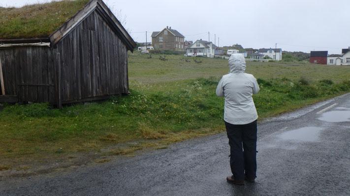Bild: Judith durchwandert den Ort