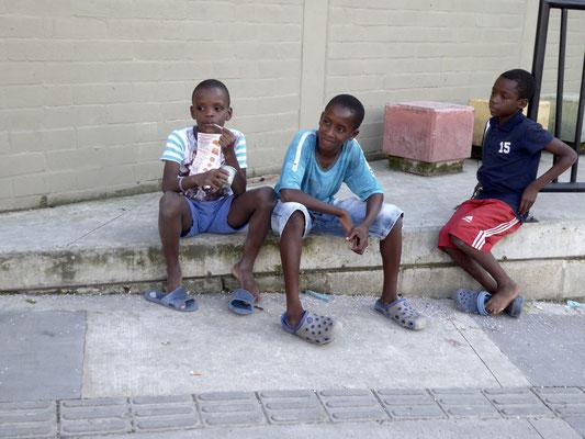 Bild: Jugendliche aus dem Slumviertel