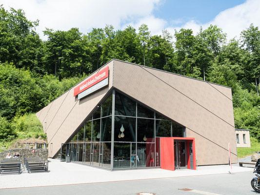 Bild: Das Gebäude Höhlenerlebniszentrum im Harz