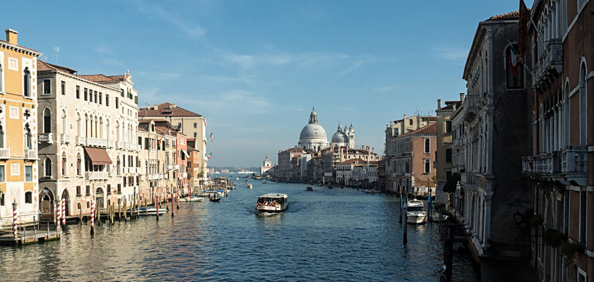 Bild: Die Wasserstraße Canal Grande in Venedig - Foto 3