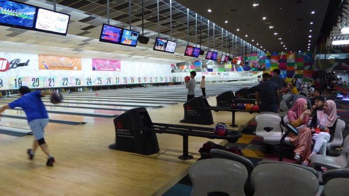 Bild: Bowlingbahn in Kuala Lumpur mit 38 Bahnen!