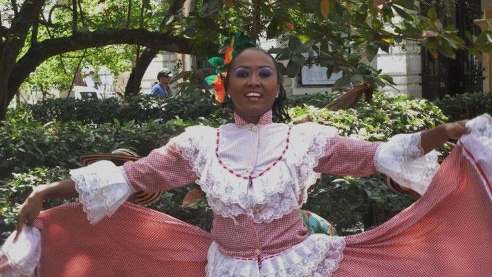 Bild: Tanz auf dem Plaza de Bolivar in Kolumbien - Foto 3