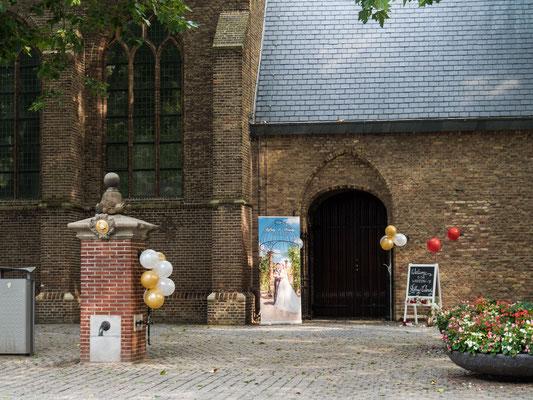 Bild: Die Grote Kerk in Den Haag vom Eingang aus