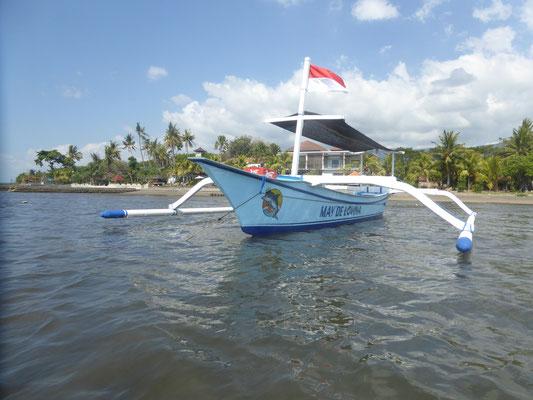 Bild: Fischerboot am Strand von Lovina