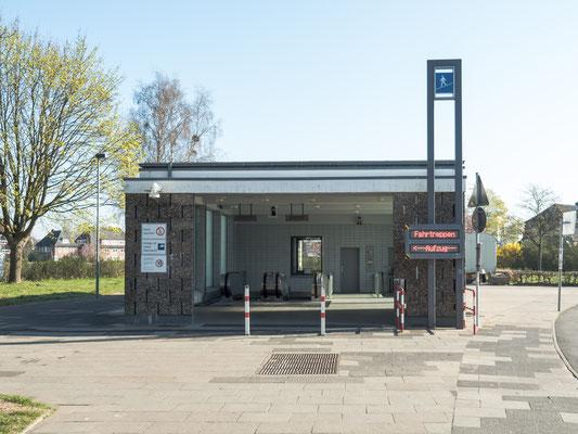 Bild: Eingang zum Fußgängertunnel
