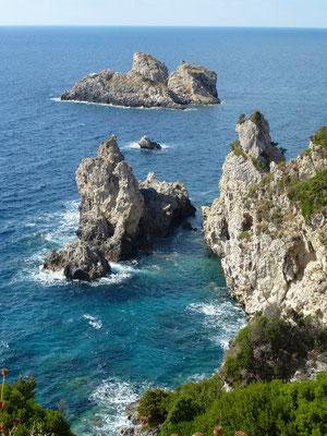 Bild: Felsen im Wasser