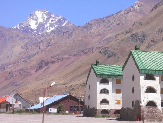 Bild: Unterkünfte beim Skigebiet Los Penitentes