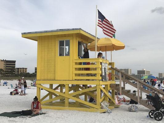 Bild: Bademeisterturm in gelb am Siesta Key