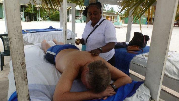 Bild: Herrliche Rückenmassage am Strand