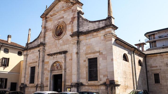 Bild: Kirche Angela Santo Alessandro von außen