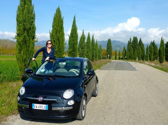 Bild: Landschaftsbild in der Toskana mit unserem Leihwagen