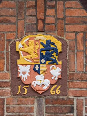 Bild: Das Wappen von 1566 am Rathaus von Rendsburg
