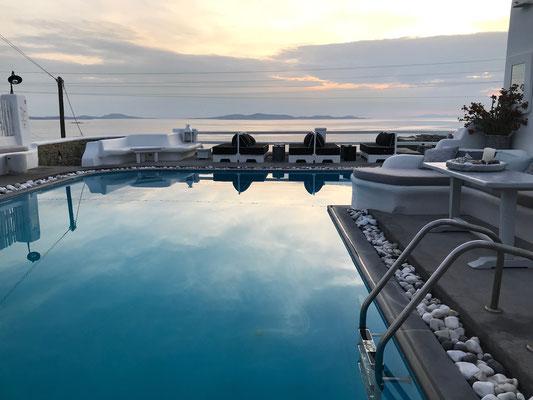 Bild: Pool lädt zum Schwimmen ein