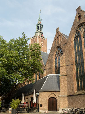 Bild: Die Grote Kerk in Den Haag von Außen