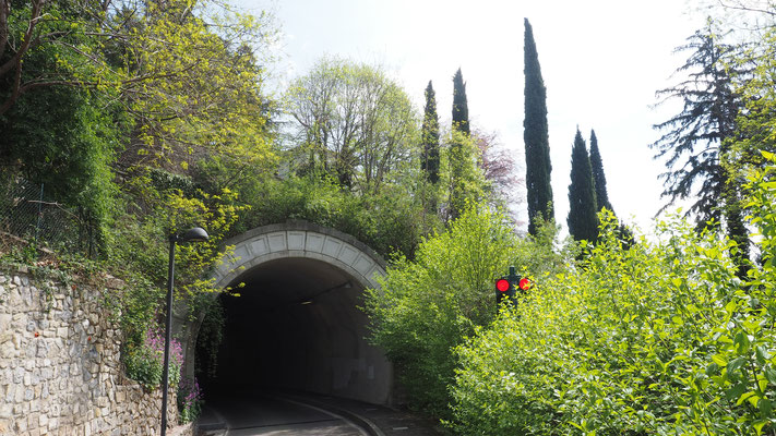 Tunnel auf dem Weg zurück