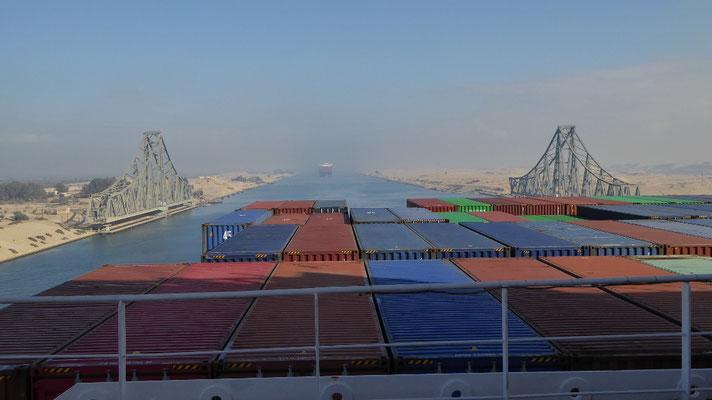 Bild: Keine Brücken über den Suezkanal