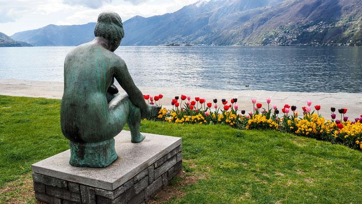 Bild: Statue am See