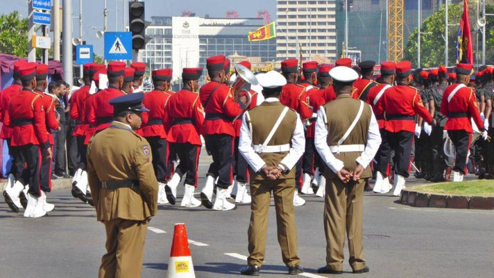 Bild: Soldaten bei der Unabhängigkeitsfeier in Colombo / Sri Lanka