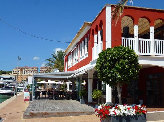 Der Hafen Port Adriano