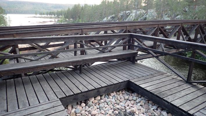 Bild: Grillplatz auf Brücke