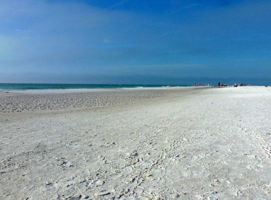 Endlos weißer Sandstrand
